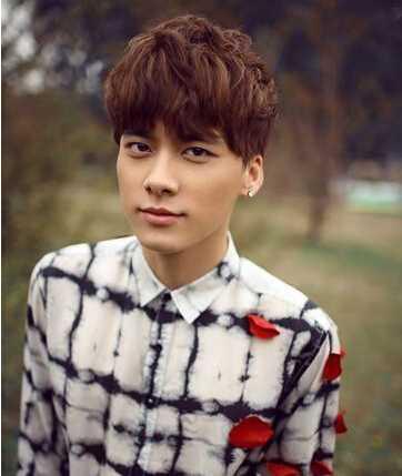 韩式三七纹理烫后背男 李易峰的时尚复古纹理烫发发型