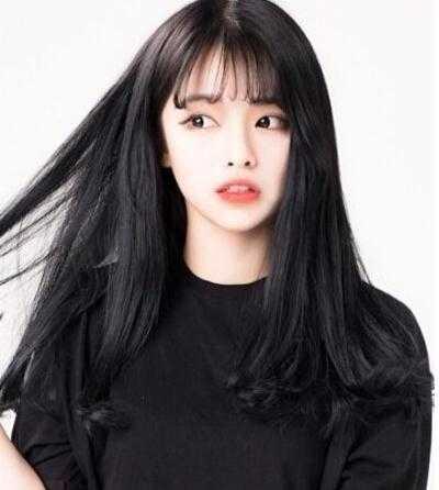 空气刘海齐肩卷发图片 短发内扣空气刘海发型图片