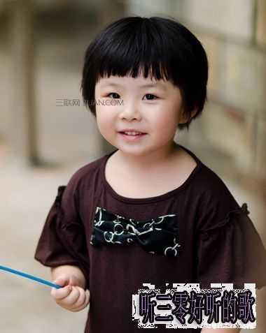 小女孩齐刘海短发蘑菇头发型图片