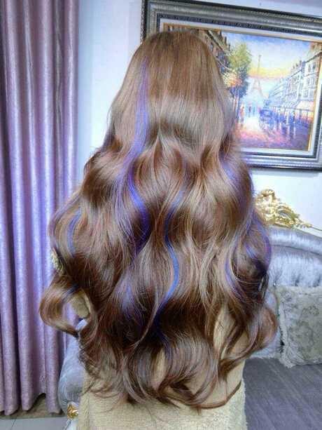 蓬松小卷卷发发型图片 大卷小卷蛋卷挑染一起来图片