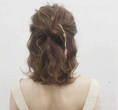 短发半丸子头好看吗 短发半丸子头扎发图片