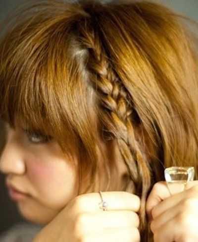 短发侧边编辫子发型 短发半边头发编起来的