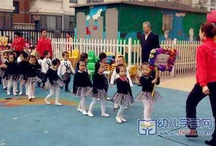 幼儿园亲子运动会横幅标语图片