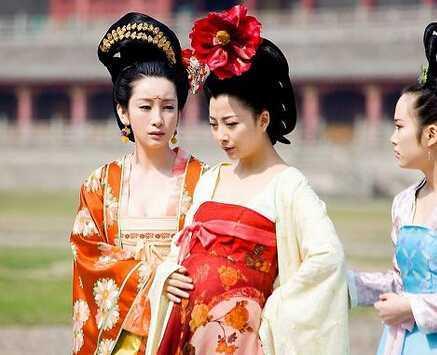 古代娘娘生孩子难产 古代皇帝皇后与妃子生孩子的特殊图片